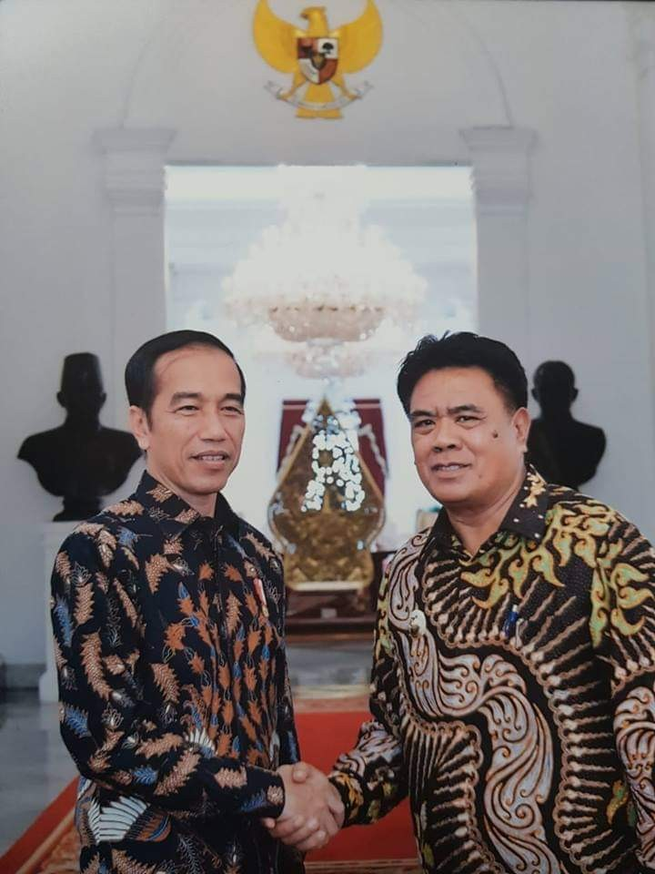 Presiden Ir.Joko Widodo bersama Bupati Kepulauan Sangihe Jabes E. Gaghana, SE, ME